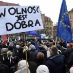 Polen demonstriert gegen Überwachungsstaat.